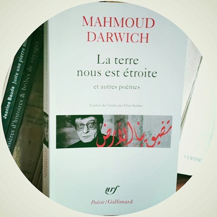 Mahmoud Darwich, La terre nous est étroite, traduit de l'arabe par Elias Sanbar Gallimard, février 2015