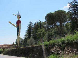1200px-collodi2c_statua_gigante_di_pinocchio_02