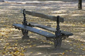 bench-895074_1920