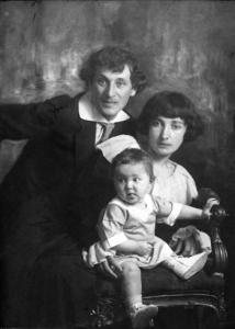 ob_3fa7fb_marc-chagall-with-his-wife-bella-and-d